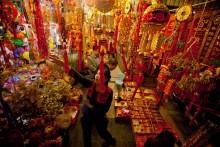 Tet peach tree signals Vietnam spending rebound